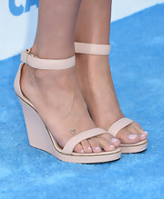 Kesha didn't just opt for a nude beauty look at the Billboard Music Awards, but the singer chose a pair of nude sandals as well!