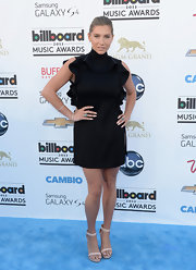 A black ruffle tunic dress gave Kesha a fun and feminine look at the Billboard Music Awards.