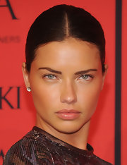 Adriana Lima's plum lips looked totally alluring with a soft nude lip.