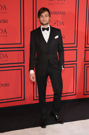 Douglas Booth chose a classic three-piece suit and bow tie for his debonair style at the 2013 CFDA Fashion Awards.