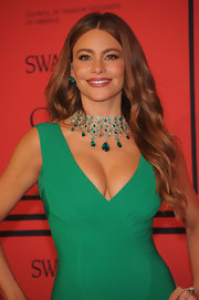 Sofia Vergara kept her lovely brunette tresses simple but chic with a soft wave.