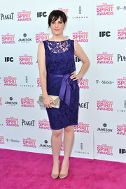 Melanie Lynskey looked classic and feminine in a purple lace dress at the Independent Spirit Awards.