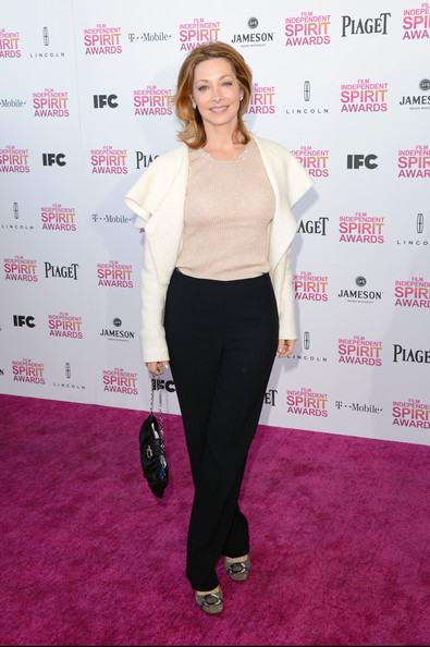 Sharon Lawrence opted for a casual look at the Independent Spirit Awards with a white blazer paired over a peach blouse.