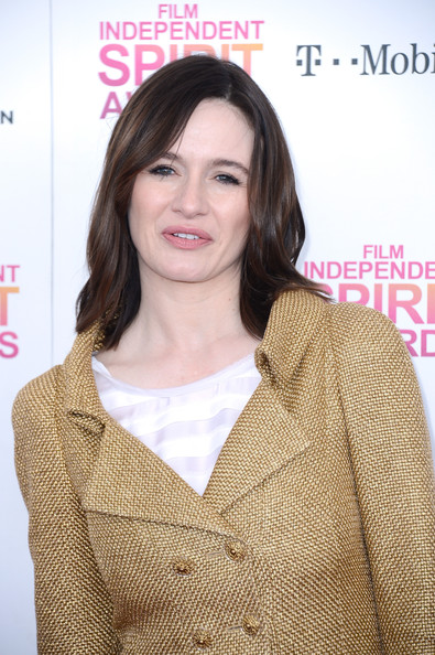 Emily Mortimer opted for a more carefree look at the Independent Spirit Awards where she showed off her brunette locks with a loose wavy cut.