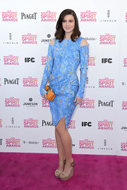 A light blue, long-sleeved dress was a fun and funky choice for Mary Elizabeth Winstead for the 2013 Independent Spirit Awards.