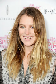 Dree Hemingway looked beachy and blonde with cool ombre locks at the Independent Spirit Awards.