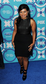 Mindy Kaling complemented her dress with black cutout boots.