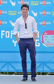 To complete his nautical meets preppy look at the Giffoni Film Festival, Eddie opted for an ocean blue pair of chinos.