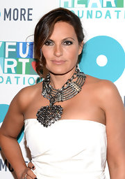 Mariska stuck to a simple nude lip, so as not to distract from her gorgeous silvery eyeshadow.