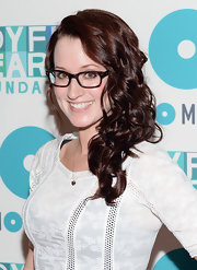 Ingrid Michaelson's chestnut curls looked totally glamorous in a side-parted 'do.