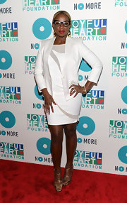 Mary J. Blige kept her look sleek and modern with this white and gray swirl dress.