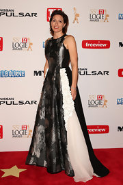 Claudia Karvan chose this A-line evening gown, featuring different panels, for her look at the 2013 Logie Awards.