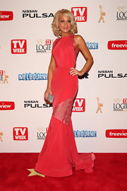 Carrie Bickmore chose a lovely mermaid gown that featured lace panels and lace scalloped sleeves for her look at the 2013 Logie Awards.
