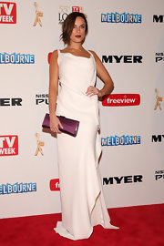 A white column-style dress with an asymmetrical hem gave Jessica McNamee a cool and modern look at the 2013 Logie Awards.