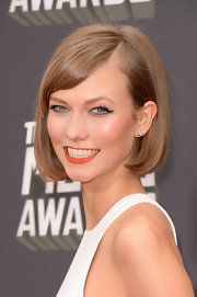 Karlie Kloss showed off her signature bob with this sleek and styled 'so that featured side bangs.
