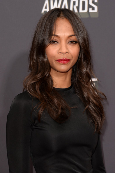 Zoe Saldana swiped a lovely cherry red lipstick on her lips for a ultra glamorous red carpet look.
