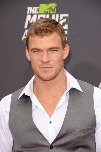 More Pics of Alan Ritchson Vest (1 of 6) - Alan Ritchson Lookbook - StyleBistro