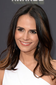 Jordana Brewster made her dark brown eyes simply pop with this subtle silver eyeshadow.