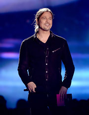 Brad Pitt chose this suede shirt jacket with snap buttons and zipper pockets for his cool and contemporary look at the MTV Movie Awards.