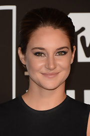 Shailene's sleek shellacked 'do kept her look cool and contemporary from head to toe.