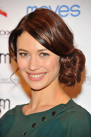 Olga Kurylenko's loose side bun simply looked lovely on the young actress.