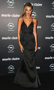Laura Dundovic showed off her golden tan with this satin black mermaid gown.