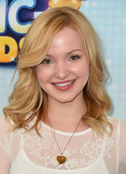 Dove Cameron chose brushed out waves for her cool and sexy red carpet look.