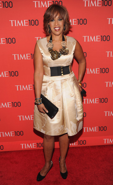 Gayle King showed off her curves with this champagne-colored satin frock and matching wide belt.