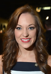 Laura Osnes chose a rosebud pink lipstick to give her pucker a soft, feminine touch.