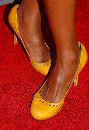 Amanda Warren added yellow pumps to her red carpet look for a splash of color.