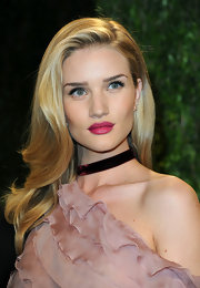 Rosie Huntington-Whiteley highlighted her full lips with a bold raspberry color.