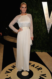 Molly Sims looked feminine and flirty in an all-white long-sleeved gown with embellished sleeves.