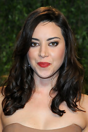 Aubrey Plaza wore her hair in lovely curls at the 2013 Vanity Fair Oscar party.