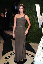 Natasha Barnard channeled her inner Greek goddess with this one-shoulder Grecian-inspired gown.