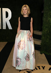 Rosamund Pike was ever the English rose with this soft, iridescent rose-print skirt.