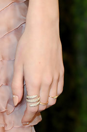 Rosie Huntington-Whitely added some sparkle to her red carpet look with this diamond wrap ring.
