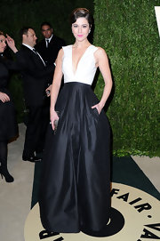 Mary Elizabeth Winstead chose a classic black and white gown for her Oscar night look.