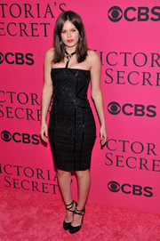 Atlanta de Cadenet looked very curvy in her figure-hugging halter LBD during the Victoria's Secret fashion show.