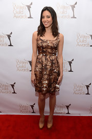 Aubrey looked darling in her brown rose print dress with a classic sheath silhouette at the WGA Awards.