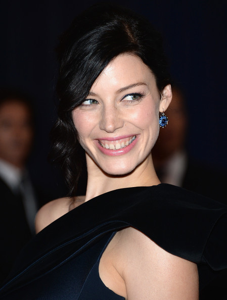 More Pics of Jessica Pare Bobby Pinned Updo (1 of 7) - Jessica Pare Lookbook - StyleBistro
