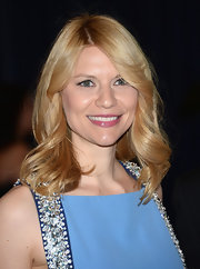 Claire Danes chose a pink lip color to give some feminine flare to her red carpet look.