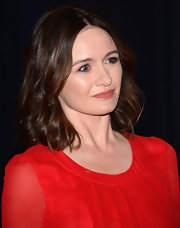 Emily Mortimer chose a pink-toned nude lip color for her minimal beauty look at the White House Correspondents' Dinner.