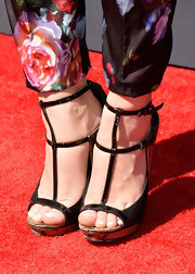 Holland chose these black and gold trimmed strappy sandals to complete her red carpet look at the Young Hollywood Awards.