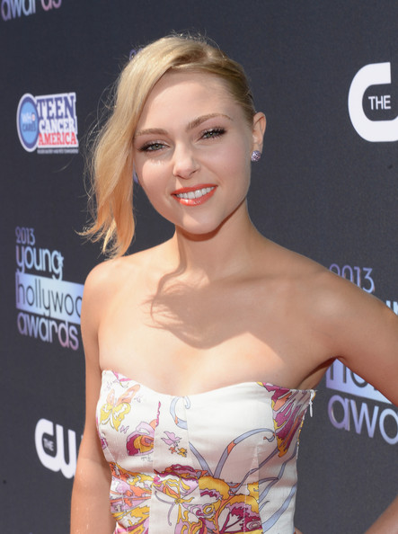 More Pics of AnnaSophia Robb Loose Bun (3 of 10) - AnnaSophia Robb Lookbook - StyleBistro