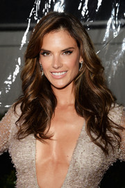 Alessandra Ambrosio was sexily coiffed with this feathered flip at the amfAR Inspiration Gala.