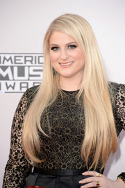 Meghan Trainor left her super-long blonde locks loose for the American Music Awards.