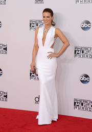 Kate Beckinsale showed her flawless style yet again with this white Kaufmanfranco cutout gown at the American Music Awards.