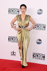 Olivia Munn looked like a gilded goddess in her low-cut, high-slit Lanvin lame gown at the American Music Awards.