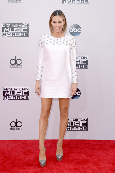 Keltie Knight added inches with a pair of gray platform pumps.