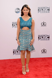Rocsi Diaz kept it trendy at the American Music Awards in a blue cutout dress featuring a fluted hem and a stylish mix of prints.